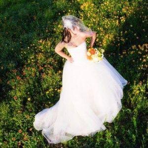 Vera Wang Dresses - Vera Wang Tulle and Taffeta Wedding Dress - Size 8